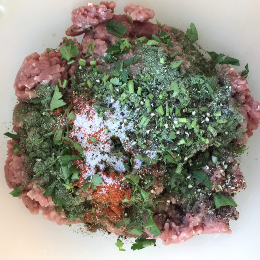 Fleisch gefüllte Paprika