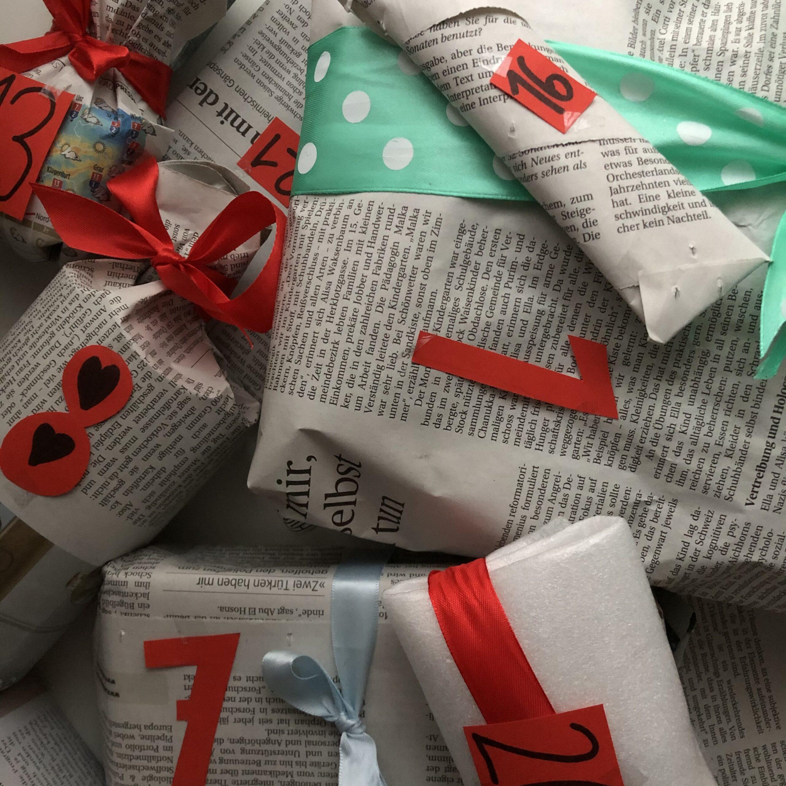 Geschenke Zeitungspapier