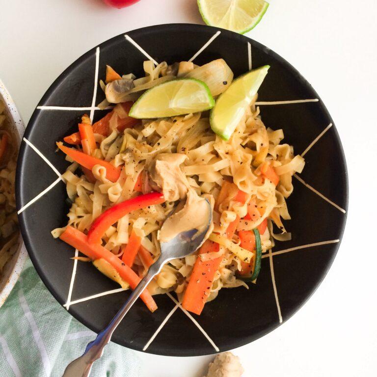 Wie macht man: Asiatische Woknudeln mit Gemüse und Erdnussbutter