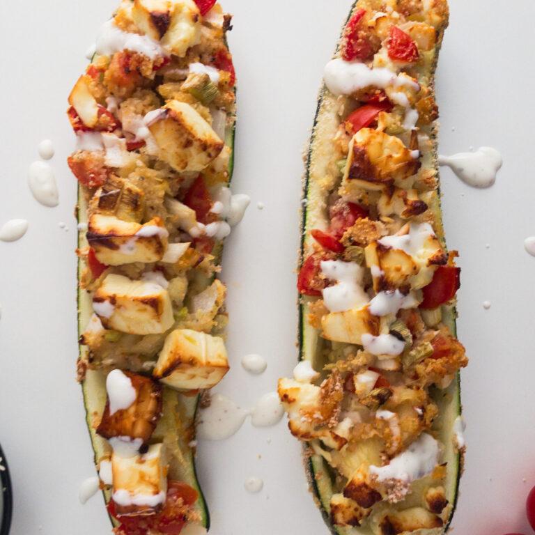 Wie macht man: Zucchini Schiffchen mit Feta