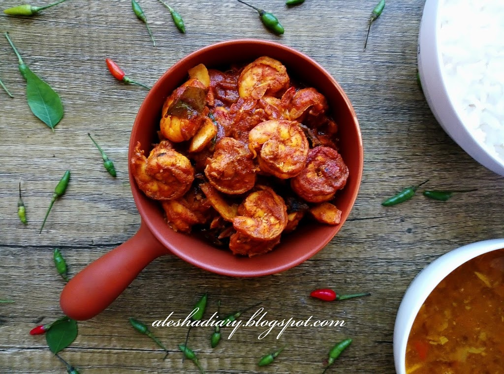 My Lunch – Chemmeen curry with thenga kothu – Kerala style Prawns curry with Coconut Slices