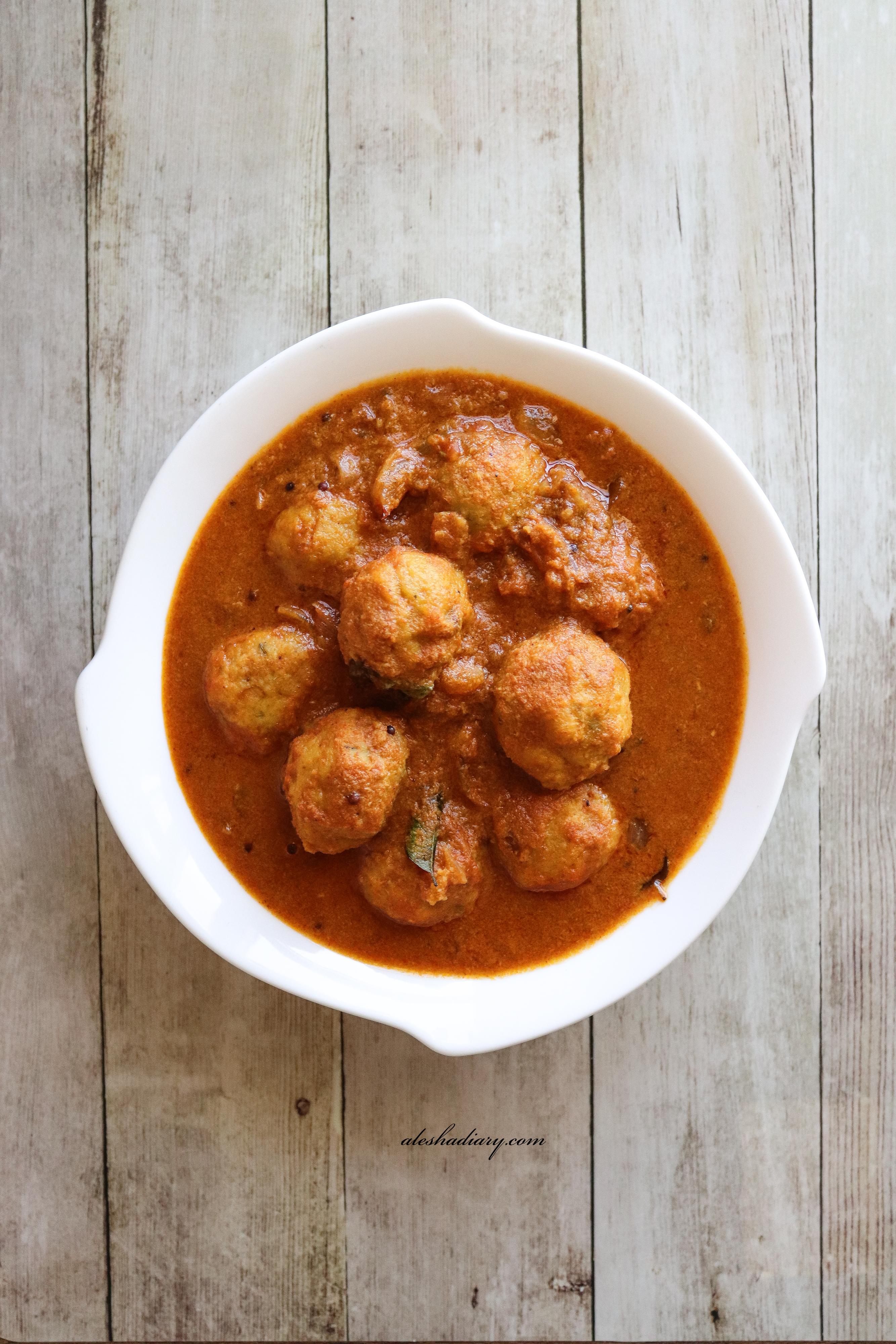 Paruppu urundai puli Kuzhambu – Steamed Dal balls curry