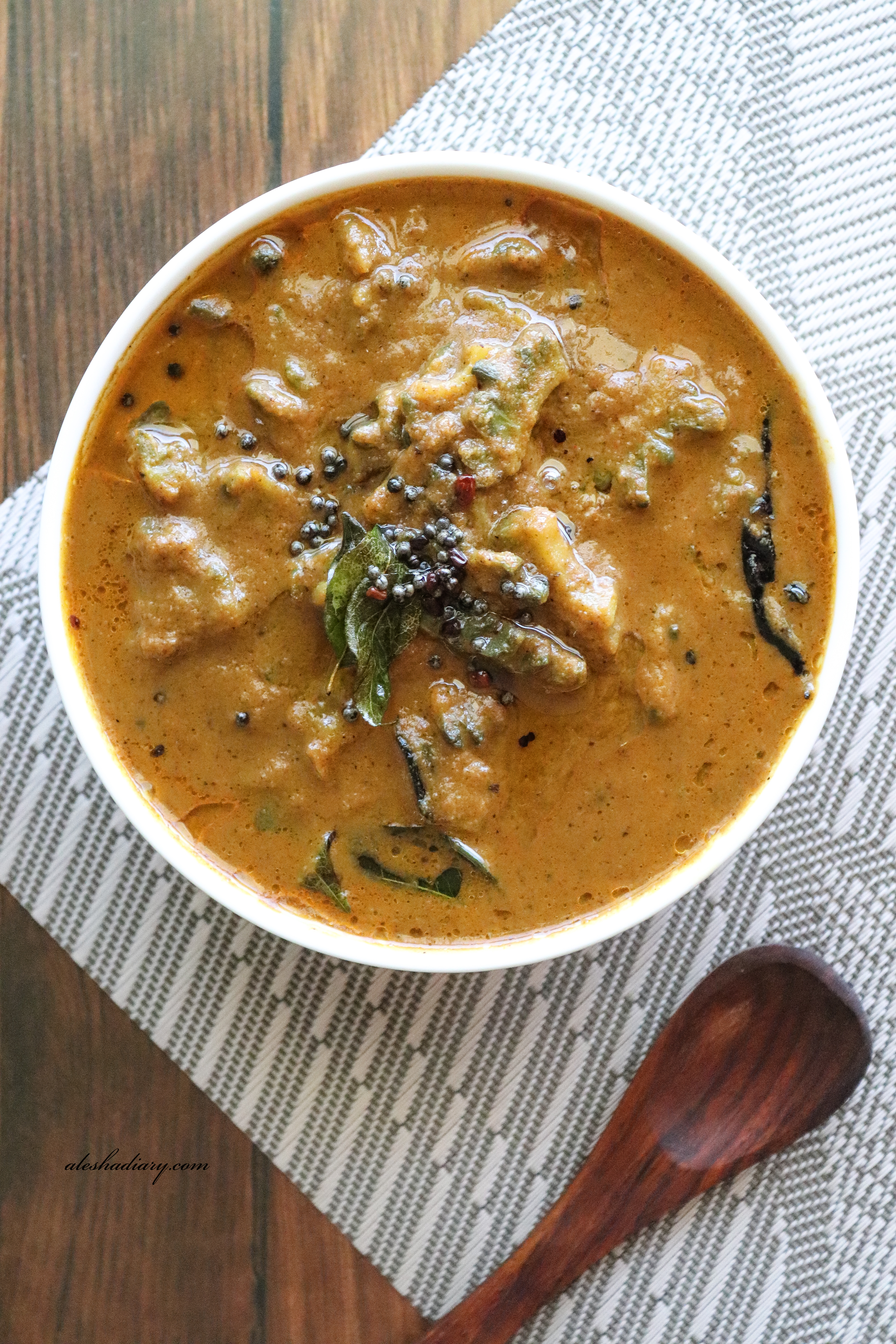 Pagarkai theeyal – Pavarkka theeyal – Bittergourd in roasted coconut and spices curry