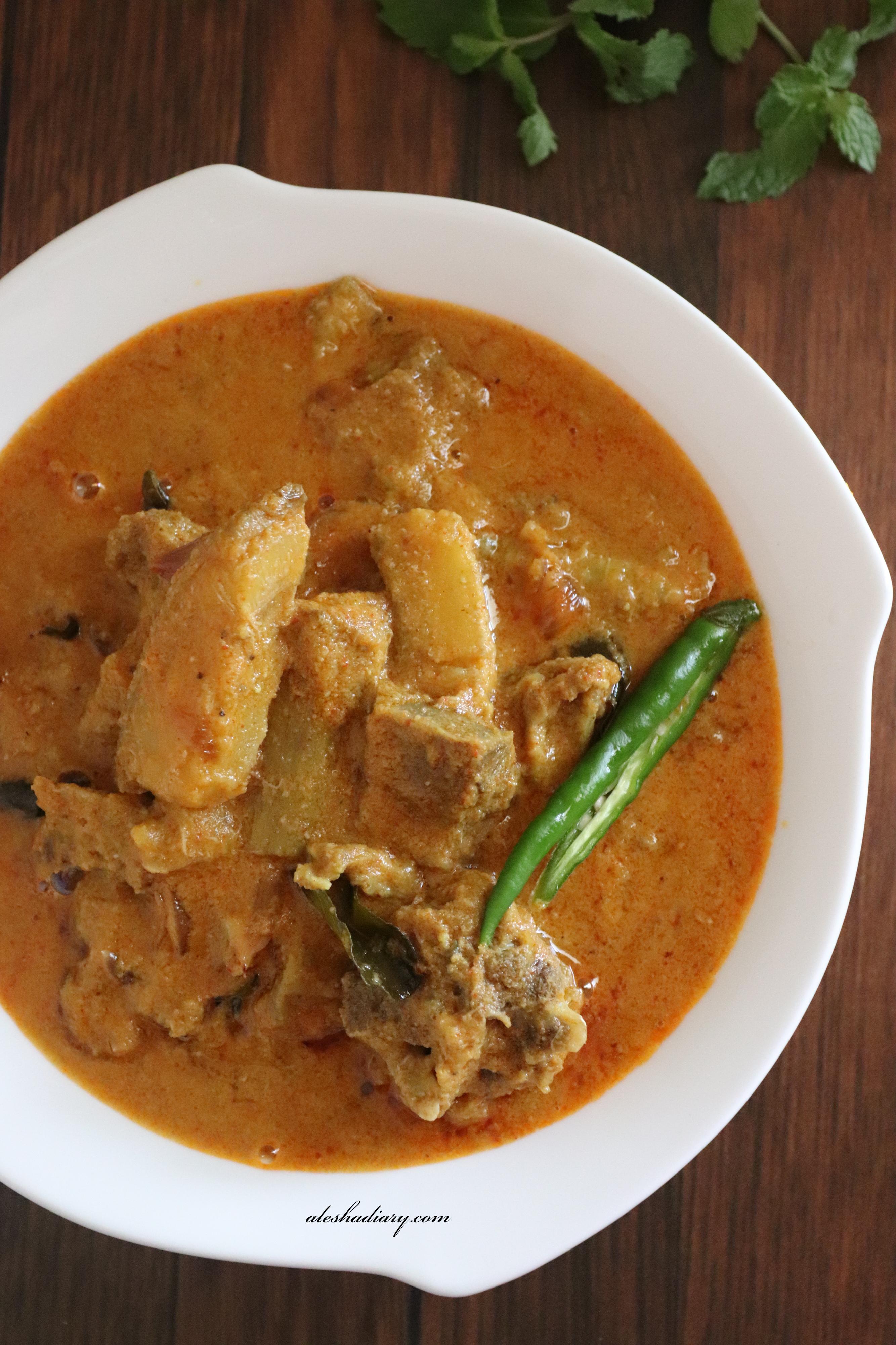 Kaya aattirachi curry – Malabar mutton  raw banana curry – Mutton vazhakkai kuzhambu