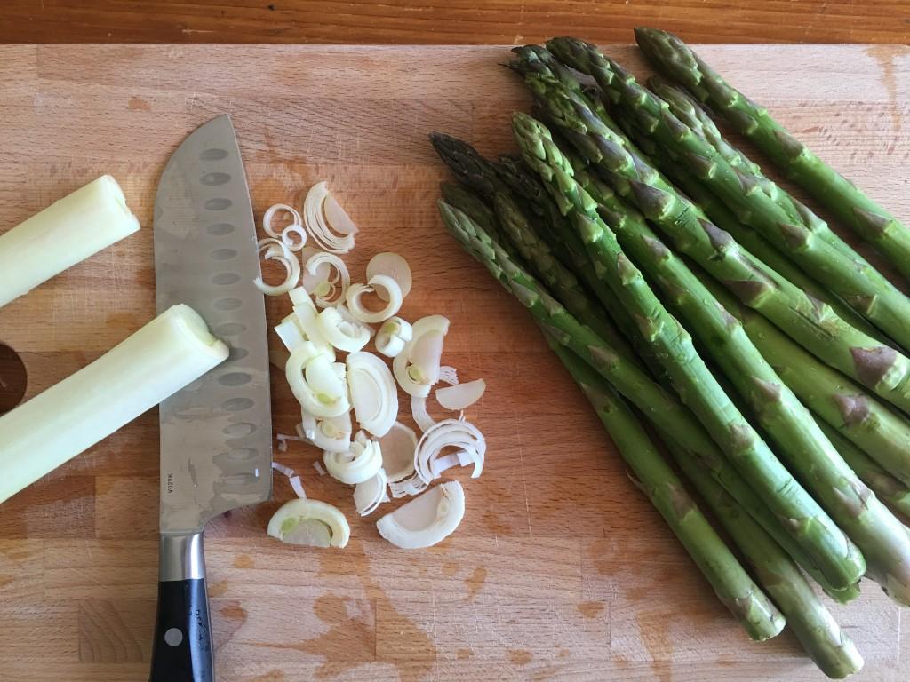 Quiche salata agli asparagi, porri e provola