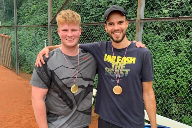 Nick Brieden (links) und NCC-Winner Yannick Köster.