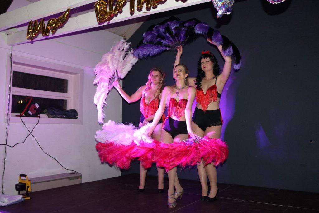 feather fan dance burlesque
