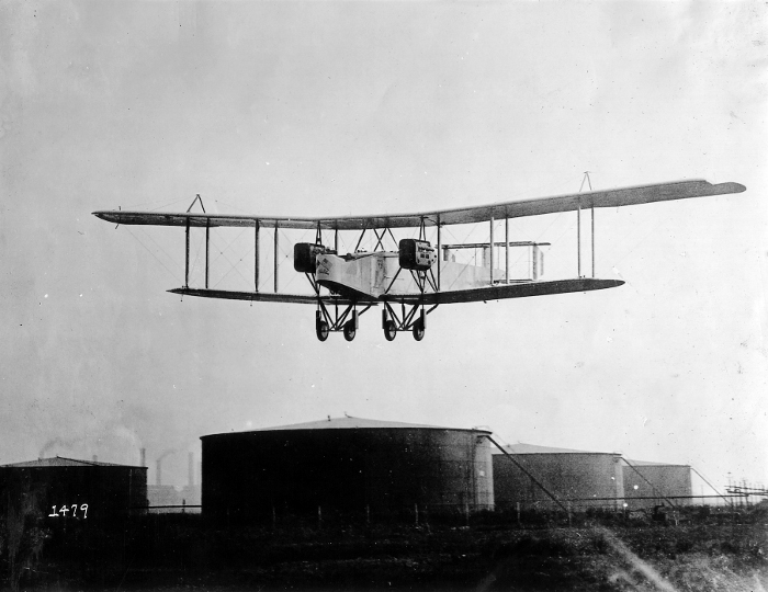 A Handley Page O-400 airplane in flight