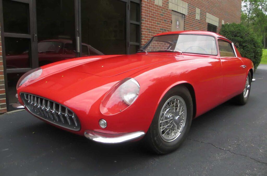 1959 Scaglietti Corvette Nº1. Fíjate en que todavía mantiene la parrilla frontal del Corvette C1