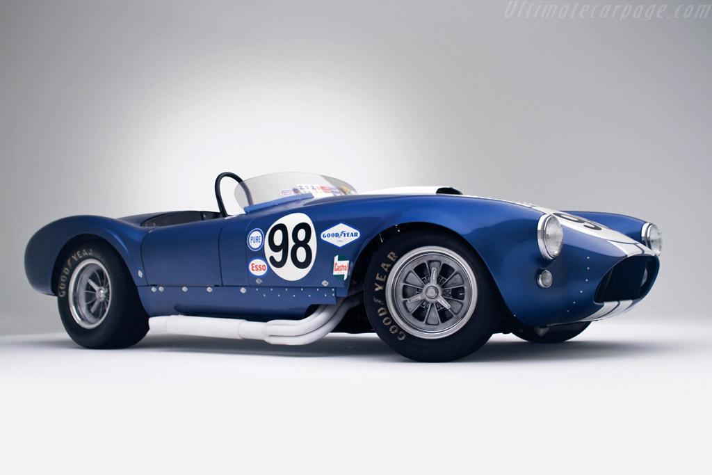 """El chasis era el de un Cobra 289 """"normal"""" al que Miles y Shelby le instalaron un motor Ford V8 heredado de la Nascar de 427 pulgadas cúbicas"""