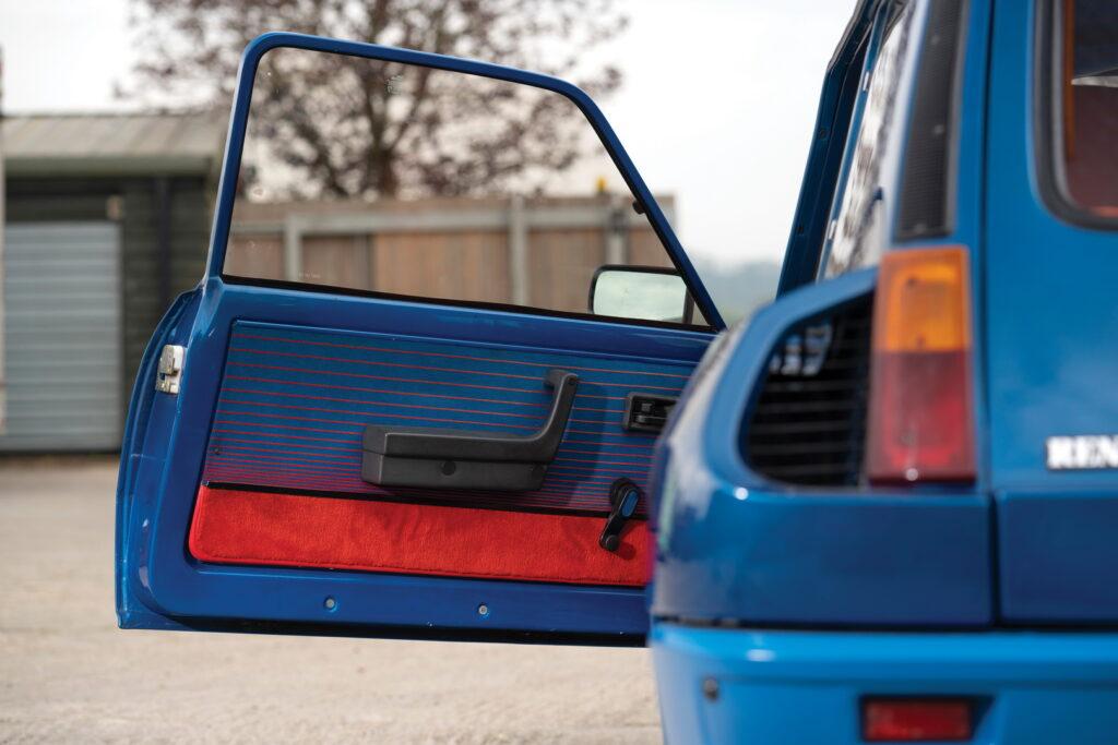 R5 Turbo interior Blue_