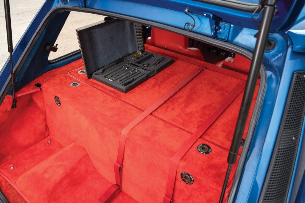 R5 Turbo interior Blue_5