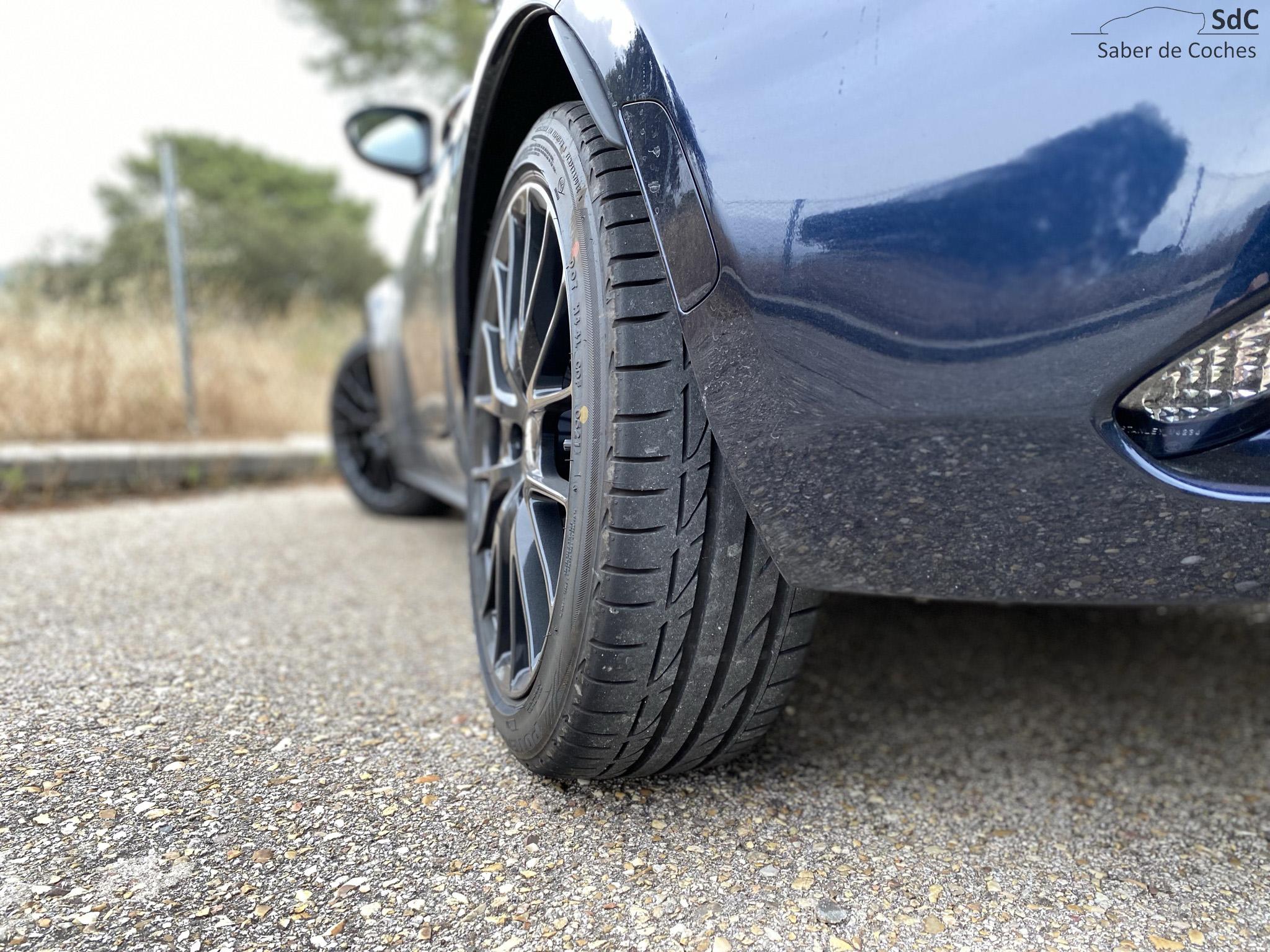 Los neumáticos son estrechos para los estándares actuales, pero ¿para qué necesitas más?