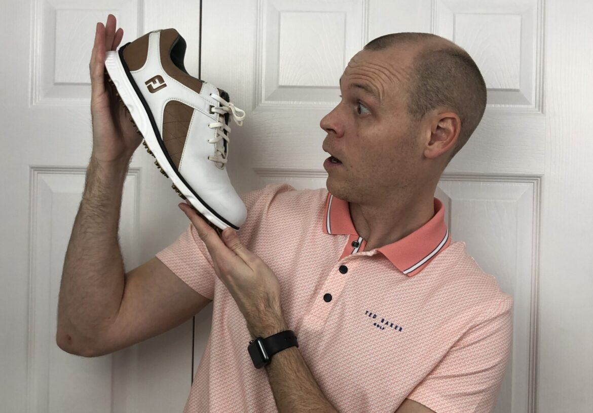 Should you buy spikeless golf shoes? (Are spiked golf shoes better than spikeless?)