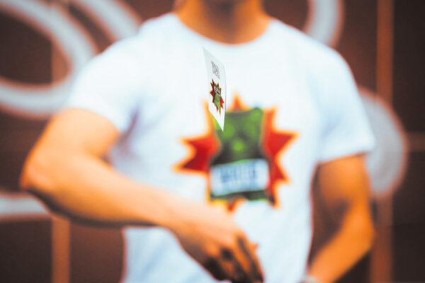 save-the-bear-operation_stickers-tshirt_ImagoMundi_Benetton-project_2015