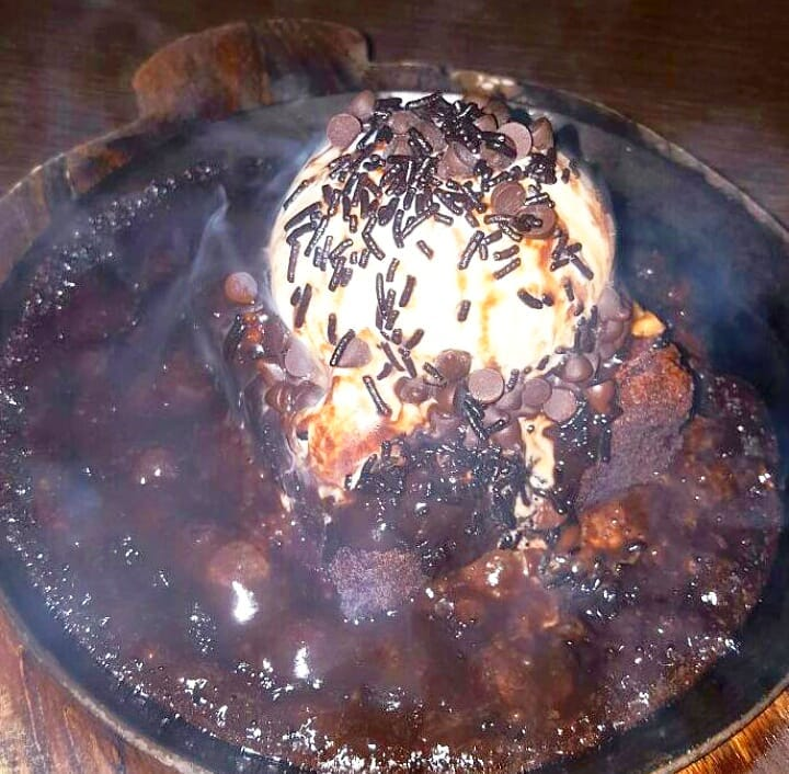 """Read more about the article """"Smoking Walnut Brownie"""",Hie Love!❤"""