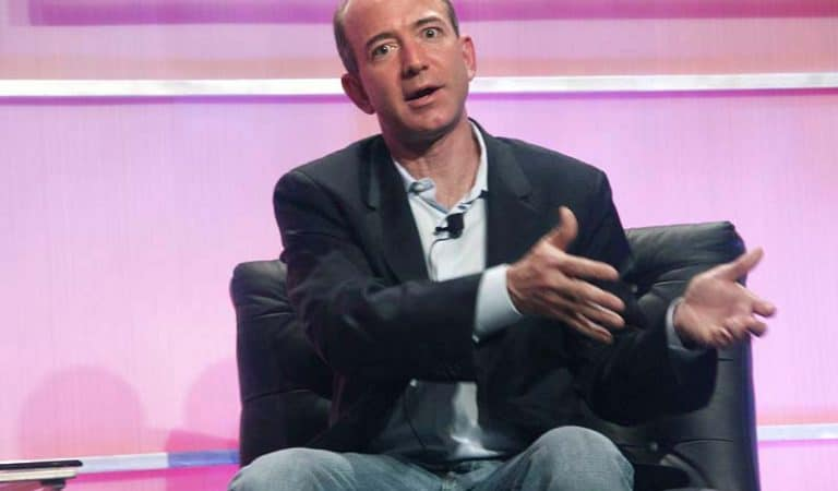 Facebook says Apple is responsible for Amazon CEO Jeff Bezos' iPhone X hack