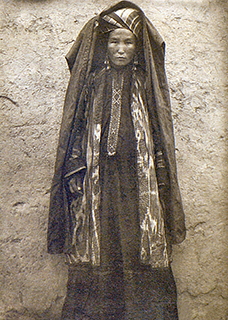 Wealthy Karakalpak married woman wearing a silk mantle, jipek jegde, and other traditional clothing. Melkov 1928-29, RAS 4076-157