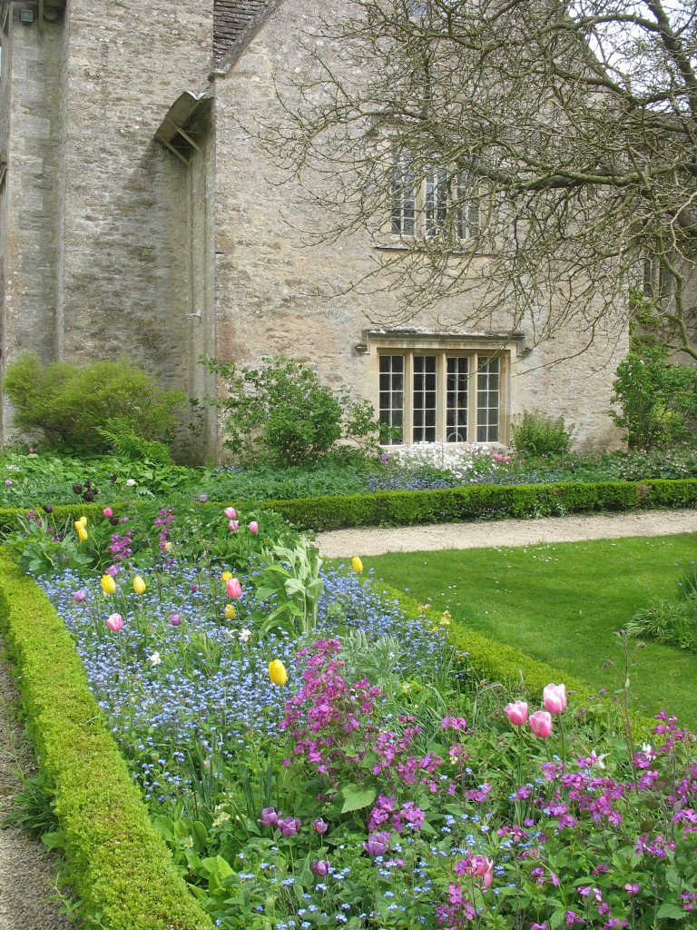 he spring garden at Kelmscott Manor
