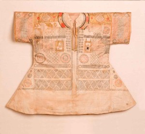 A cotton talismanic shirt, with extracts from the Qur'an and prayers, as well as two depictions of the Holy Sanctuaries at Mecca and Medina; India, Mughal or Deccan, 16th or early 17th century, 69 x 90 cm (max)