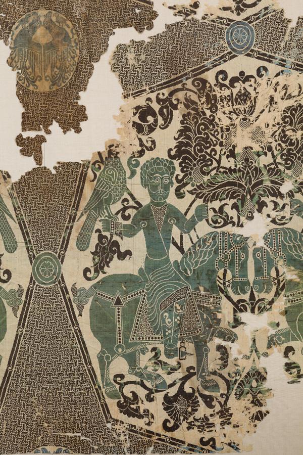 Silk with falconers, Iran, 11th century Silk (double-weave lance silk) ©Abegg-Stiftung, CH-3132 Riggisberg (photo: Christoph von Viràg)