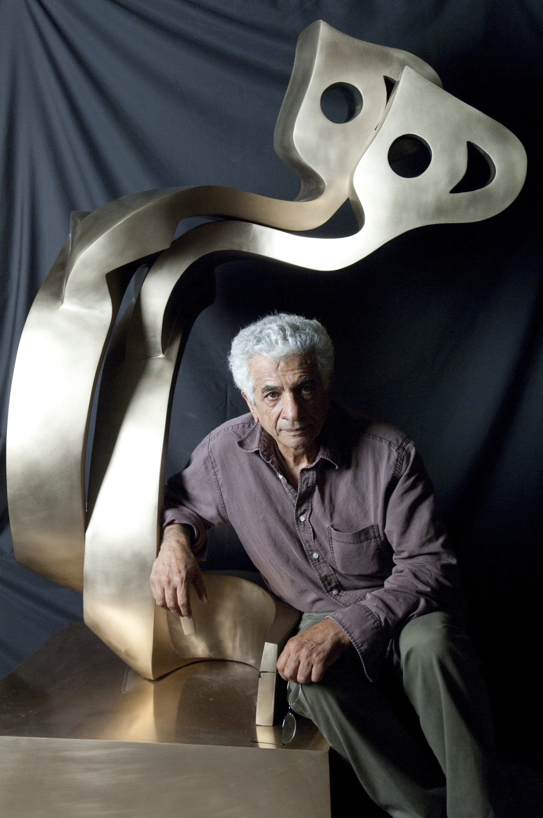Davis Museum. Parviz Tanavoli, Heech Lovers (with the artist). Photo by John Gordon (300)