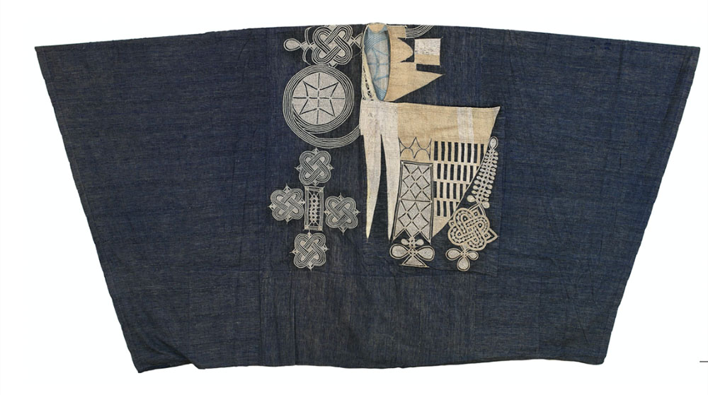 "Riga with Aska Biyu ( Two Knives) design, robe for a chief, dignitary or noble, Hausa or Nupe people, northern Nigeria, 20th century. Cotton strip weave dyed with indigo, silk embroidery, 1.35 x 2.62 m (4' 5"" x 8' 7""). Published in The Robe of Honor, Vanessa Drake Moraga, 2014"