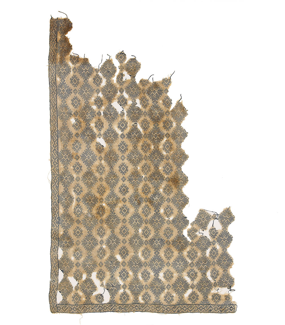 """(7) Textile fragment with diamonds and geometric patterns, Egypt, 13th to 15th century. Cotton embroidery on linen, 36 x 57 cm (1' 12"""" x 1' 10""""). Ashmolean Museum of Art and Archaeology, University of Oxford, EA1993.75, Presented by Professor Percy Newberry, 1941"""