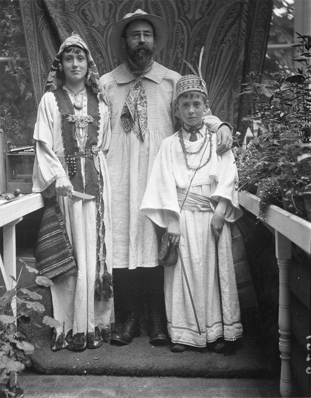 (2) Family portrait with Prof. John L. Myres and his two sons, one donning a Rhodian robe now in the Ashmolean Museum (EA1960.106), Oxford 1912. School of Archaeology, University of Oxford, HEIR image 33956