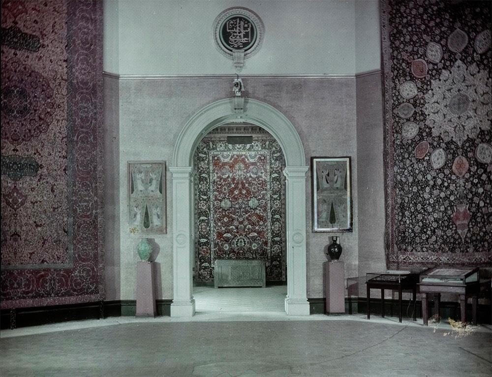 Central Hall, 'International Exhibition of Persian Art', Royal Academy of Arts, London, 1931. Photo: Royal Academy of Arts, London