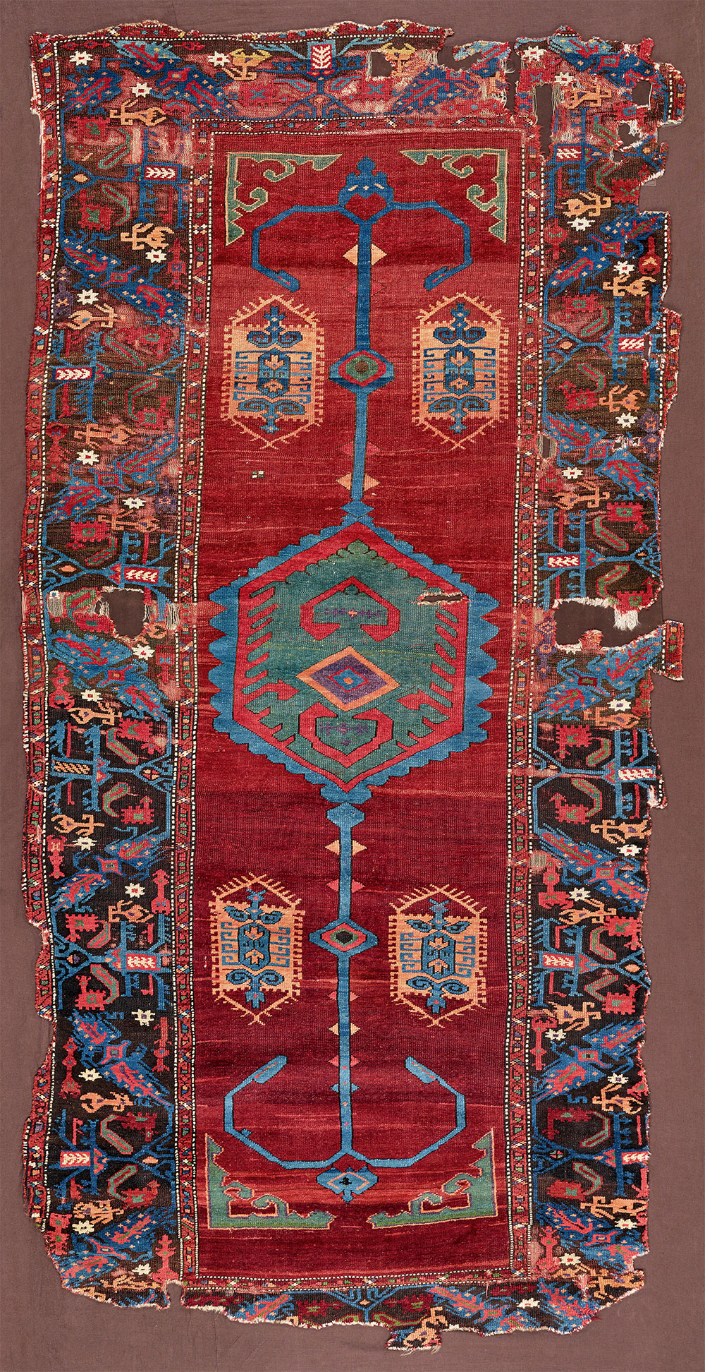 """4 Medallion and 'anchors' carpet (and border detail), west Anatolia, ca. 1475–1525. Wool pile on a wool foundation, 1.64 x 3.33 m (5' 5"""" x 10' 11""""). Kirchheim Family Collection, Hannover. Published Orient Stars, Stuttgart, 1993, pl.198"""