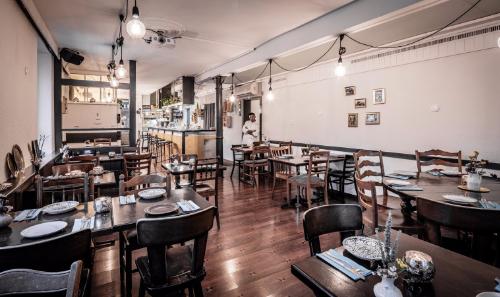 SimSim-Restaurant-Saloon