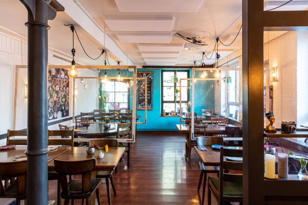Bequemer Platz im Restaurant SimSim
