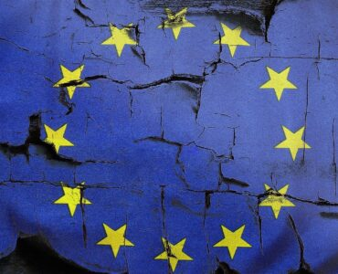 Senterpartiet vil endre EØS-avtalen. Demokratene vil avskaffe den.