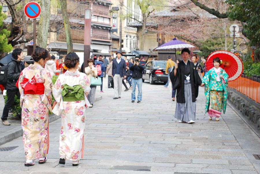 kyoto shimbashi street kimonos