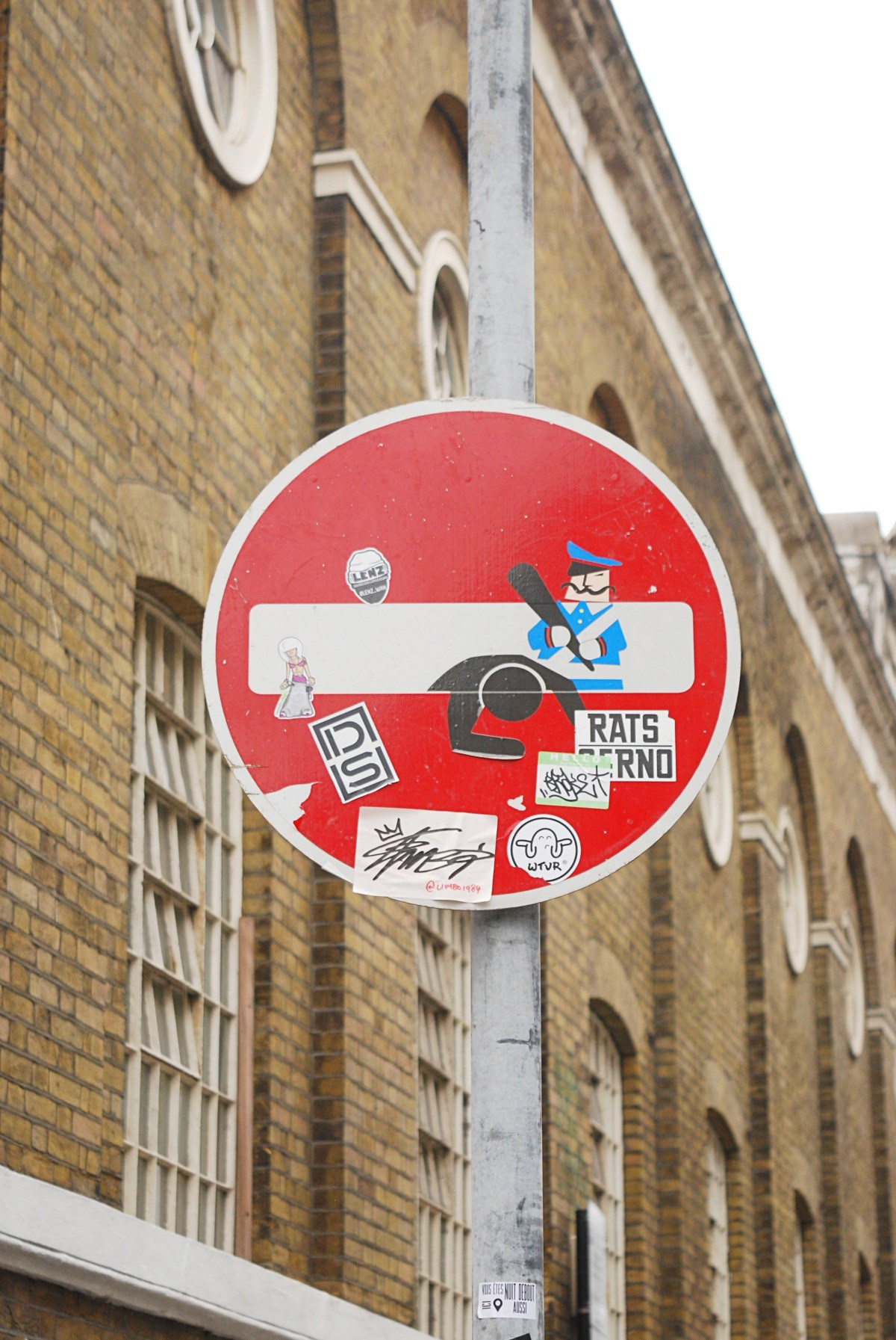 brick lane Clet Abraham street sign