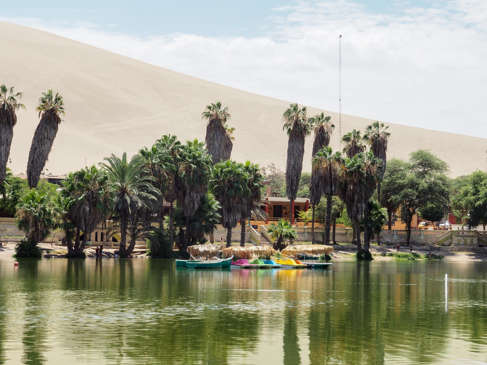 huacachina peru oasis