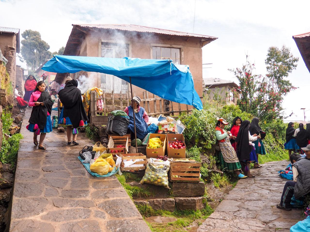 taquile market peru