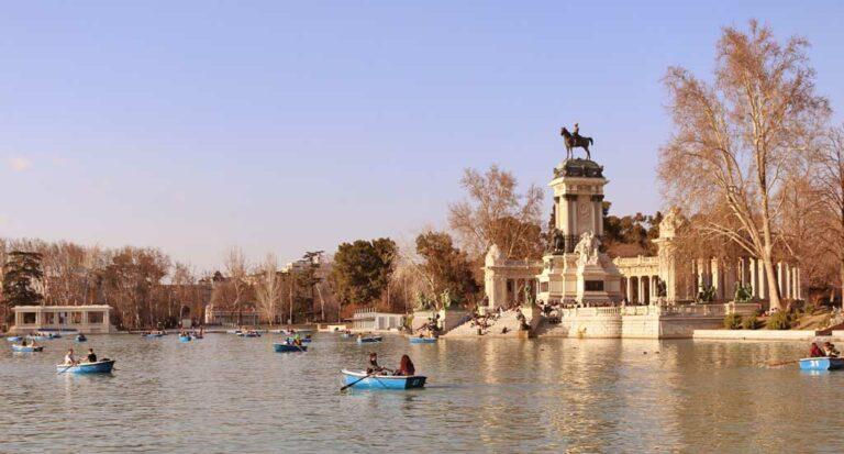 Lee más sobre el artículo Monumento Alfoso XII y su mirador en el Parque del Retiro