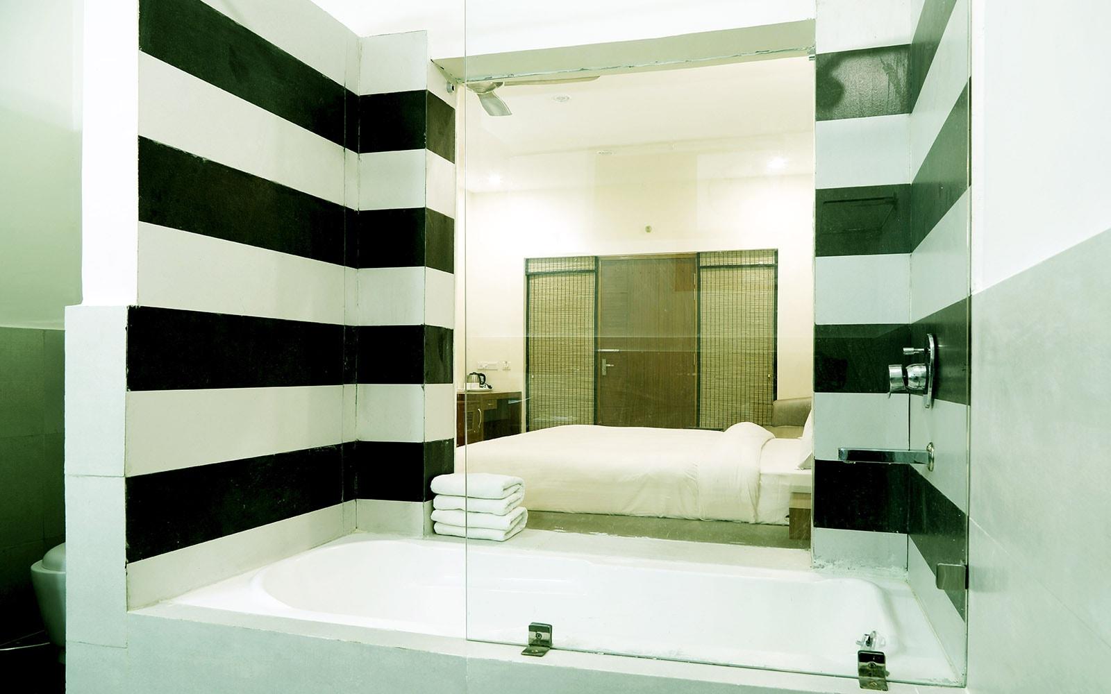 POOLVIEW Suite at Corbett Panorama Resort