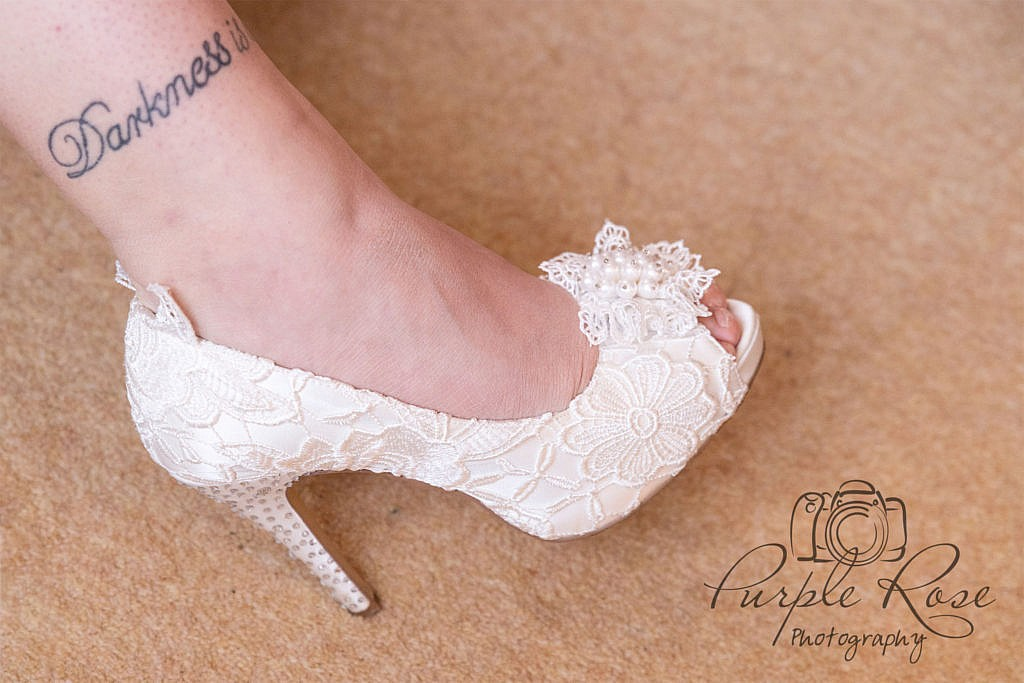 Wedding shoe, white with lace