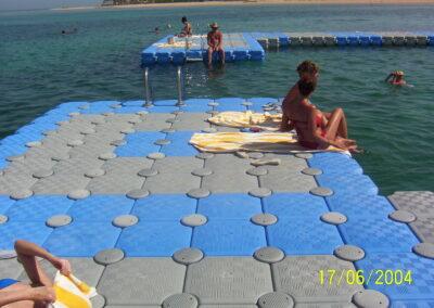 Floating swimming pool (1)