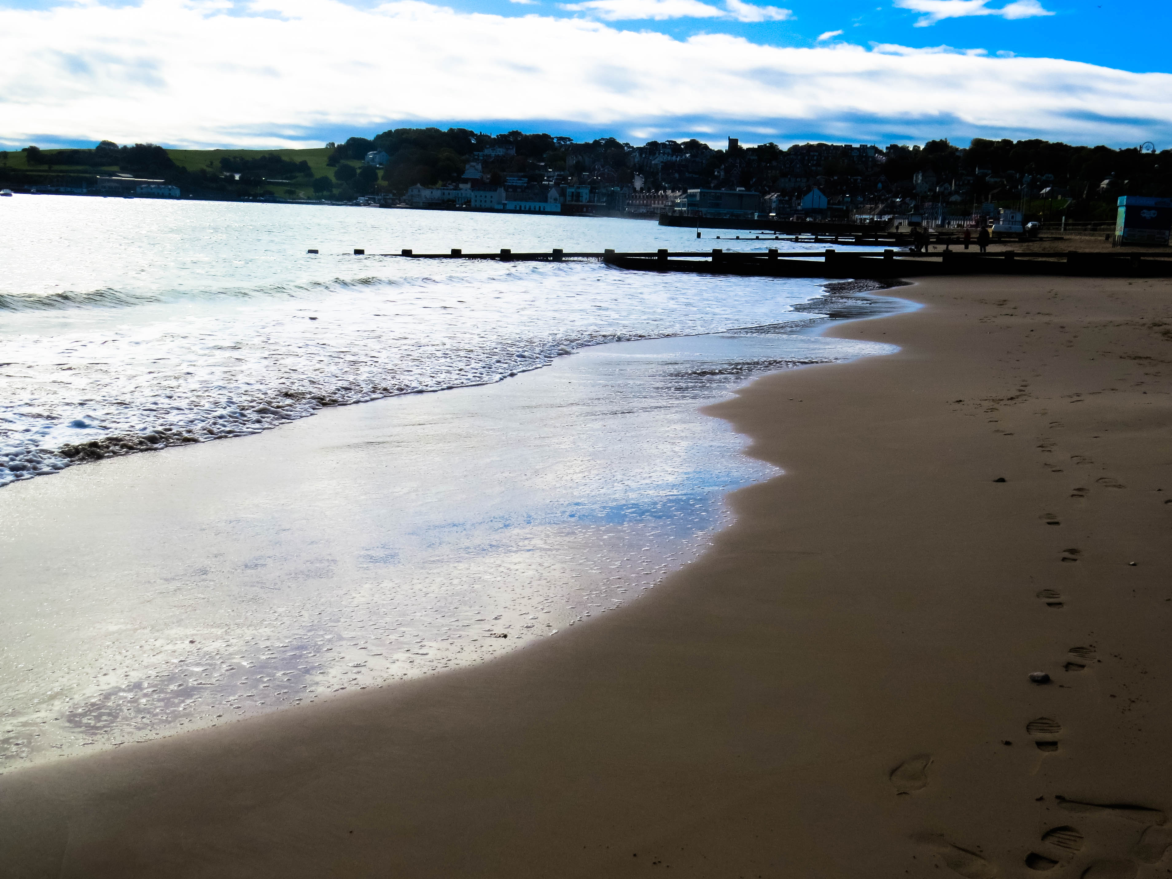 a picture of an empty swanage beach in dorset during the winter