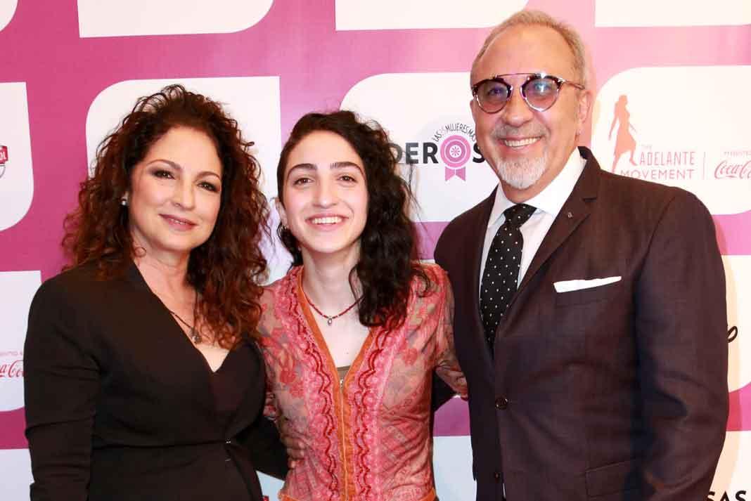 Gloria y Emilio está orgullosos de los logros de su hija Emily