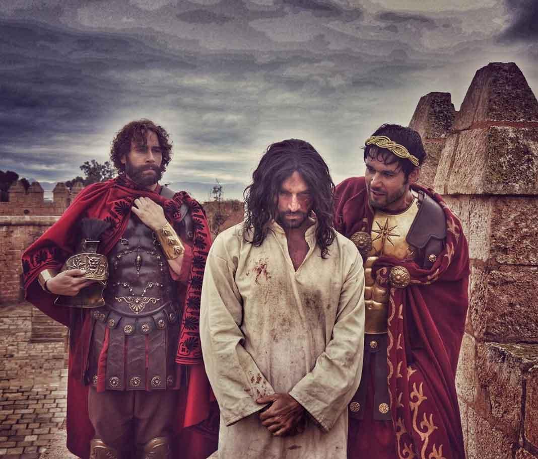 Con los actores Carlos de la Mota y Sergio Marone, quien interpretó a Poncio Pilatos
