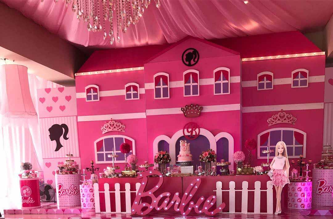 Otro acercamiento al área de los dulces decorado con la Barbie
