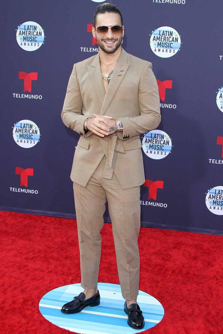 Qué bueno que Maluma usó esos zapatos, porque si se hubiera puesto unos más exquisito con ese conjuntito entubado, ni la barba lo salvaría
