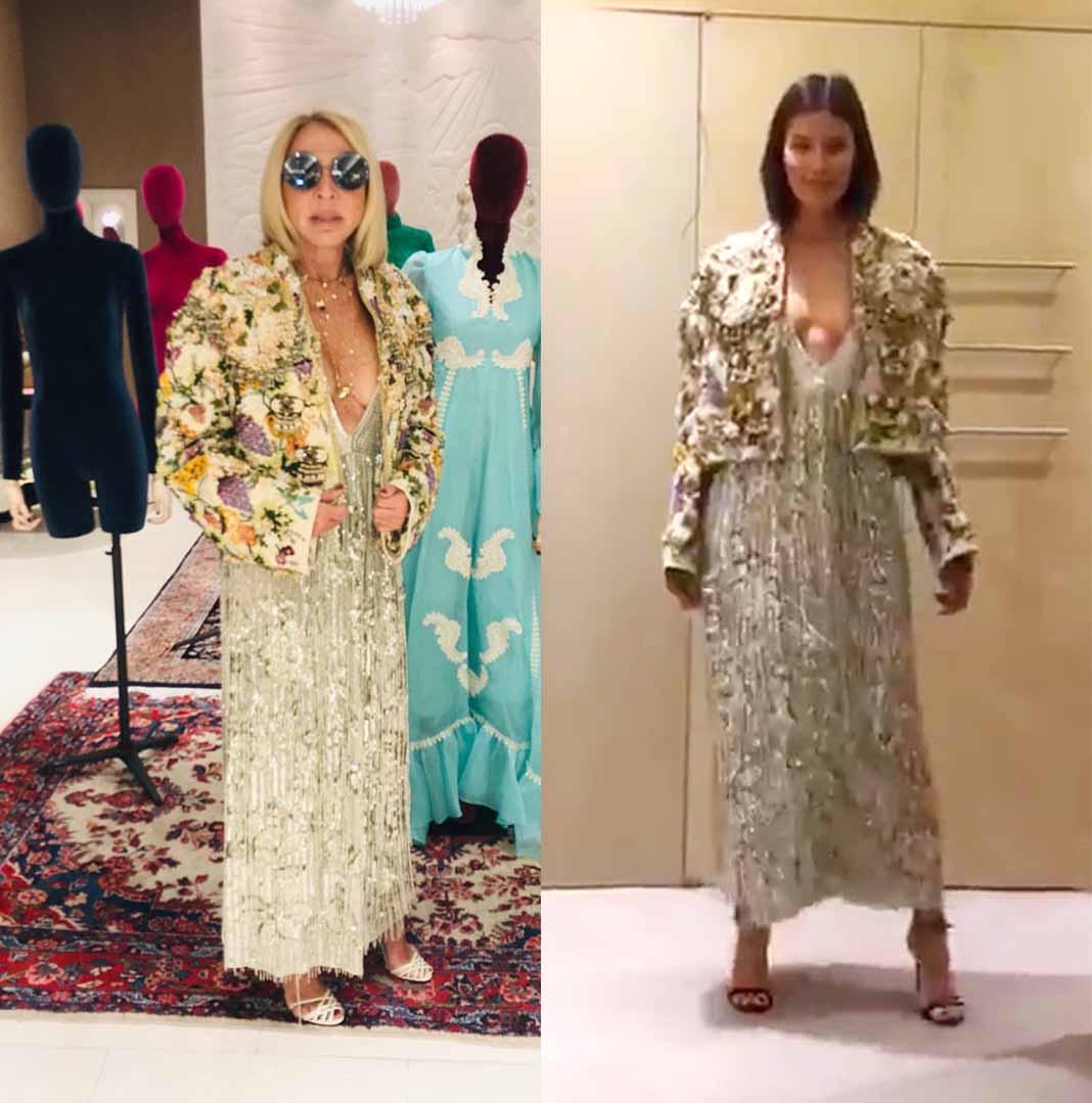 Como la modelo de la derecha, Laura combinó este vestido escotado con una llamativa chamarra