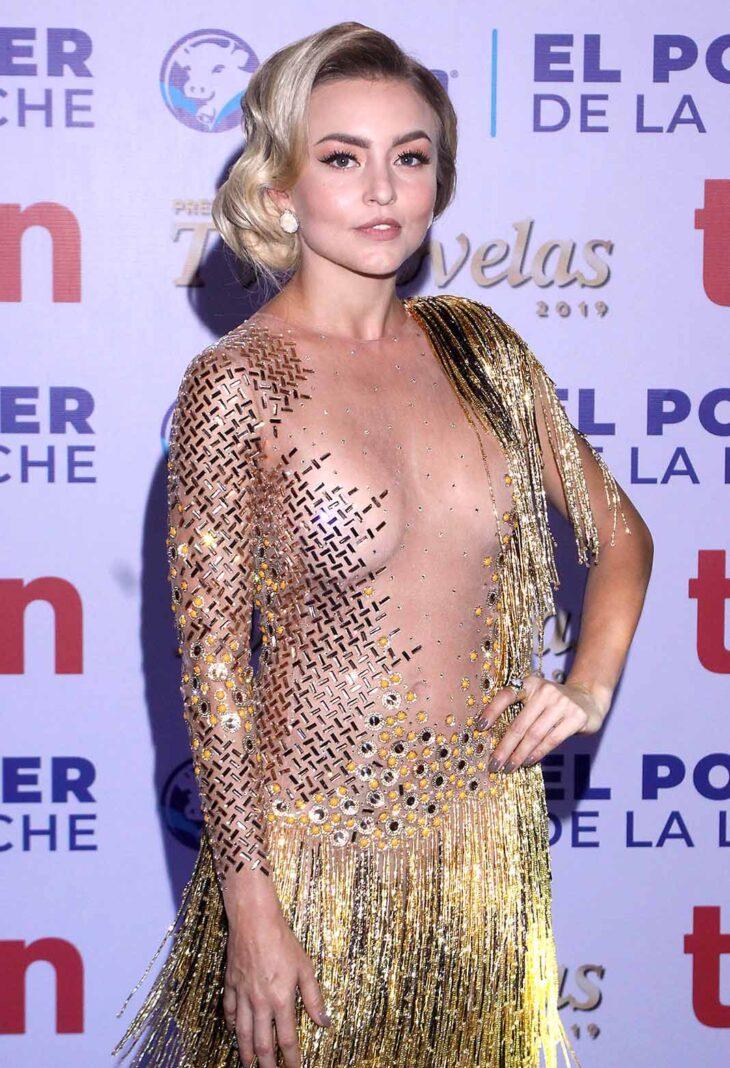 Angelique juraba que el vestido era con el enorme escote de la espalda hacia el frente