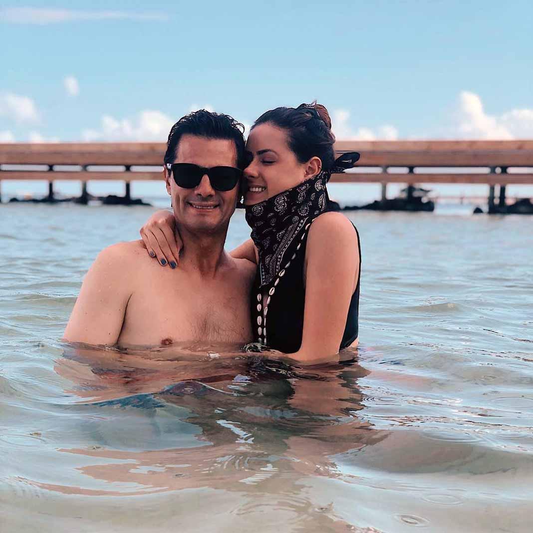 El ex Presidente mexicano posó en el mar con su hija Nicole Peña Pretelini